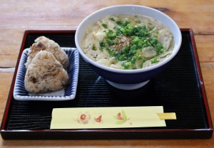 おにぎりと洋蘭麺